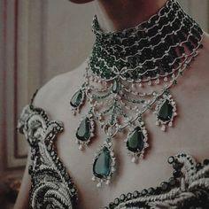 Sihnon - high society fashion - jeweled choker
