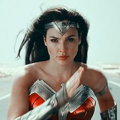 Wonder Woman Pictures, Wonder Woman Art, Wonder Woman Comic, Gal Gadot Wonder Woman, Wonder Women, Dc Movies, Iconic Movies, Wonder Woman Aesthetic, Justice League Characters