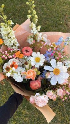 My Flower, Beautiful Flowers, Images Esthétiques, Flower Aesthetic, Planting Flowers, Floral Arrangements, Iphone Wallpaper, Wedding Flowers, Boquette Flowers