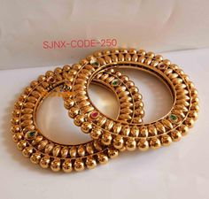 Order Bangles, Bracelets & Kangan via Whatsapp on Our fashion magazine personal shoppers helps you get the stylish look for you. Gold Bangles Design, Gold Jewellery Design, Bridal Bangles, Bridal Jewelry, Jewelry Design Earrings, Necklace Designs, Gold Bangle Bracelet, Gold Necklace, Bracelets