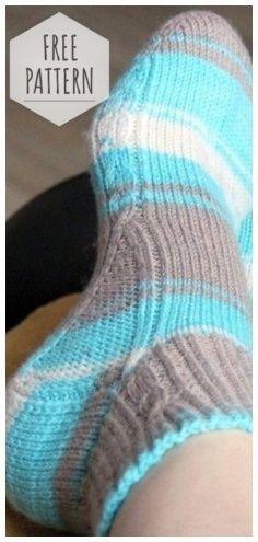 Socks knitting from the toe – knitting socks – Knitting for Beginners Knitted Socks Free Pattern, Crochet Socks, Knitted Slippers, Knit Or Crochet, Knitting Socks, Knitting Stitches, Knitting Patterns Free, Free Knitting, Knit Socks