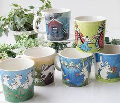 このマグシリーズは1984年に製造がスタートし、 フィンランド人の日常生活が姿を変え、ウサギで表現されているのが特徴です。  アラビア/ARABIA Helja Liukko Sundstrom ガーデニング/Gardening マグカップ 2009年