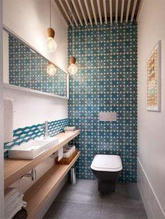 Ook in een klein interieur kan een muur betegeld worden: kies voor de kleinste en houd de rest wit   ELLE
