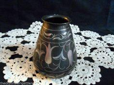Antico e raro vaso in ferro battuto.Piccolo vaso misura 11 X 8,5 cm.