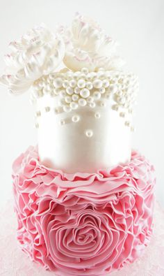 """Oh I just """"Love"""" the pearls, this is such a romantic wedding cake. I love every detail just ooh pals! Comments/gemjunkiejewels"""