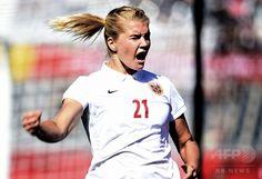 女子サッカーW杯カナダ大会・グループB、コートジボワール対ノルウェー。得点を喜ぶノルウェーのアダ・ヘゲルベルグ(2015年6月15日撮影)。(c)AFP/FRANCK FIFE ▼16Jun2015AFP|ドイツ快勝でB組首位、ノルウェーが2位通過 女子サッカーW杯 http://www.afpbb.com/articles/-/3051716 #2015_FIFA_Womens_World_Cup #Group_B_Ivory_Coast_vs_Norway #Ada_Hegerberg