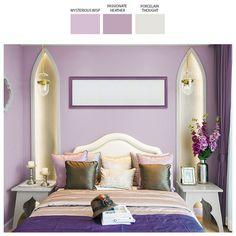 Natura orientalności w sypialnianym delikatnie fioletowym zaciszu, podkreślona satynowymi tkaninami i indyjską ornamentyką, wprowadza do wnętrza magiczny klimat. W takiej przestrzeni sen staje się prawdziwą bajką.