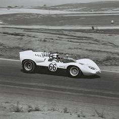 Beautiful profile shot of the Chaparral 2 in early 1965. Later in the season, first the front and then the rear fenders would have louvers to equalize pressure under them. Front mustache spoilers would appear by June. Dave Friedman photo.