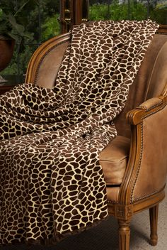 Giraffe blanket... I need this to go with my giraffe onesie :)