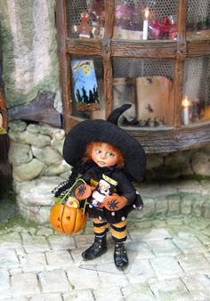 Original OOAK 1:12th Halloween witch by Silke Janas-Schloesser  no.  J
