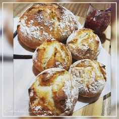 Pain Macatia de l'Île de la Réunion à la Vanille Bleue Bread Recipes, Vegan Recipes, Cooking Bread, Some Recipe, Baked Goods, Tea Time, Muffin, Food And Drink, Gluten