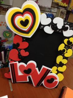 Diy Cake Topper, Cake Toppers, Diy And Crafts, Paper Crafts, Balloon Bouquet, Valentines Diy, Mary Kay, Diy For Kids, Birthday Candles
