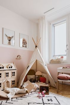 Our girls' room has changed over the years. Learn everything about our children's room room # girl room girl's room and how it changed over the years - mini Isabel Langschied ilangschied Ideas for kidsrooms Our girls' room has Baby Bedroom, Nursery Room, Girls Bedroom, Boy Room, Toddler Rooms, Toddler Bed, Daughters Room, Half Painted Walls, Big Girl Rooms