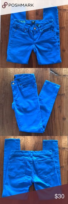 """J CREW Toothpick Skinny Jeans Bright Blue 24 J. Crew's best-selling denim style of all time— Toothpick signature premium denim skinny ankle jeans!!! Bright Blue, size 24. Excellent condition, no signs of wear. 5 pocket styling. Stretch denim.   Front rise 6.75"""" Back rise 12.25"""" Waist 14.5"""" across laid flat Inseam 27"""" Outside leg 34"""" Ankle 5"""" across laid flat Hips 16.75"""" across laid flat Knee 6.5"""" across laid flat J. Crew Jeans Skinny"""