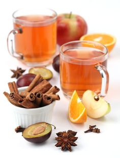 Herbal tea to induce labor works by stimulating uterine contractions and establish regular and strong labor pains, avoiding the need to medical induction. Fertility Foods, Natural Fertility, Natural Supplements, Alternative Health, Raw Food Recipes, Drink Recipes, Different Recipes, Crockpot, The Help
