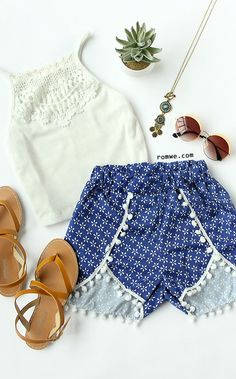 Blue Vintage Print Contrast Pom Pom Shorts with lace white top - summer beach style - romwe.com
