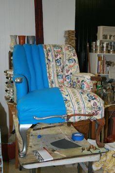 Charming Fabric Painting Tutorial /// Redo A Chair For $30! Gives A Vinyl Texture