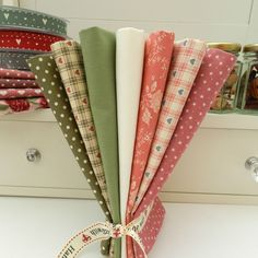 7 METRE BUNDLE vintage hearts victorian roses pink & green 100 % cotton