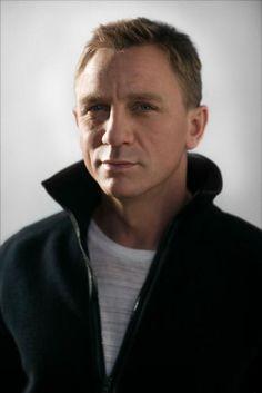 The Daniel Craig Fixation Daniel Craig James Bond, Daniel Craig Style, Craig David, Rachel Weisz, Daniel Graig, James Bond Style, Best Bond, Medium Hair Cuts, Haircut Medium
