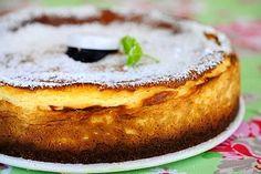 Tämä suussasulava valkosuklaa-juustokakku on juhlapöydän kruunu. White Chocolate Cheesecake, I Love Food, Cheesecakes, Camembert Cheese, French Toast, Pudding, Breakfast, Desserts, Recipes
