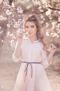 Self Photography, Forest Photography, Summer Photography, People Photography, Creative Photography, Portrait Photography, Blooming Trees, Family Picture Outfits, Good Poses