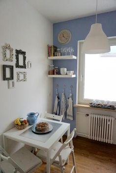 Lovely Sch ne K che in blau mit Fr hst ckstisch und gro em Fenster Wohnung in M nchen Sendling