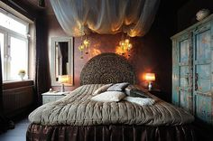 Romantic Bedroom Ideas | Exotic, romantic bedroom design. Amazing ornate, carved, round wooden ...