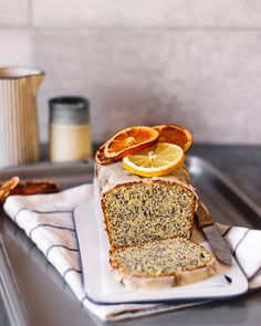 Citrus and Poppy Seed Cake Seitan, Clean Eating Cake, Pound Cake Recipes, Pound Cakes, Citrus Cake, Poppy Seed Cake, Vegan Sweets, Vegan Food, Sweets Cake