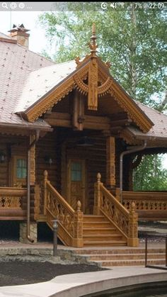 Wooden Architecture, Russian Architecture, Wooden Cabins, Wooden House, House In The Woods, My House, Traditional Windows, Cabin Design, Exterior Doors