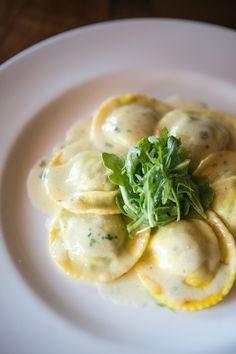 Ravioli with Ricotta and Spinach - yummy! I Love Food, Good Food, Yummy Food, Italian Dishes, Italian Recipes, Italian Foods, Pasta Recipes, Cooking Recipes, Food Plating