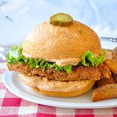 Copycat Big Mary Chicken Sandwich and Taters - a great homemade copycat recipe for a well loved chicken sandwich from Mary Browns Famous Chicken and Taters. Rock Recipes, Chicken Sandwich, Sandwich Board, Sandwich Recipes, Lunch Recipes, Dinner Recipes, Restaurant Recipes, Fries In The Oven, Chicken