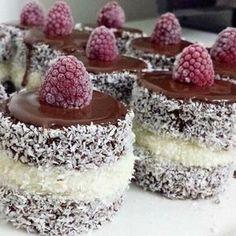 En Lezzetli by Denenmiş Yemek Tarifleri, Pastalar, Börekler, Kurabiyeler TatlÄ . Cookie Desserts, Sweet Desserts, Easy Desserts, Delicious Desserts, Mini Cakes, Cupcake Cakes, Cupcakes, Keks Dessert, Cake Recipes
