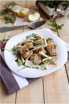 Blancs de poulet marinés aux herbes et au miel en salade
