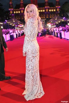 NewYorkDress Blog // #Kesha in #TadashiShoji // Click through for more!