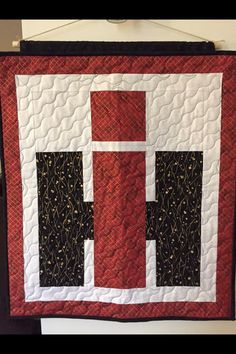 Tractor quilt Barn Quilt Designs, Barn Quilt Patterns, Quilting Designs, Boy Quilts, Girls Quilts, Panel Quilts, Quilt Blocks, Tractor Crafts, Farm Quilt