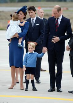 Kate Middleton, Prince William and their kids land in Canada for royal tour Prince George Alexander Louis, Prince William And Catherine, William Kate, Duke William, Lady Diana, Bebe Real, Estilo Kate Middleton, Prinz Harry, Royal Life