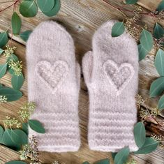 Hjertevotten Fingerless Mittens, Knit Mittens, Knitting Projects, Knitting Patterns, Knit Crochet, Crochet Hats, Wrist Warmers, Knitting Accessories, Chain Stitch