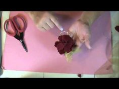 How to Make a Christmas Flower Brooch #video #tutorial