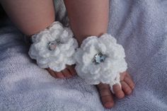 Crochet Baby Barefoot Sandals with flowers - Sparkly White, Baby Girl, Baby Shoes, Bare Foot Sandals Baby Ballet Shoes, Baby Girl Shoes, Baby Sandals, Crochet Bebe, Love Crochet, Sister Crafts, Crochet Barefoot Sandals, Baby Blessing, Handmade Baby Gifts