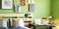 Needs some ideas for you teen's bedroom. Check out these 25 great bedrooms for teen boys!