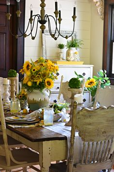 French Farmhouse Lemons and Sunflowers Tablescape Country Kitchen Designs, Country Farmhouse Decor, French Farmhouse, Farmhouse Kitchen Decor, French Country Decorating, French Cottage, Country French, Sunflower Themed Kitchen, Coffee Bars In Kitchen