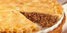 the classic french canadian tourtiere yummy Burger Meat, Pork Burgers, Retro Recipes, Meat Recipes, Cooking Recipes, Yummy Recipes, World's Best Food, Good Food, Tortiere Recipe
