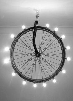 27 kreative Ideen für die Wiederverwendung von Fahrradteilen Fahrrad-Ersatzteile schön beleuchtet 27 idées créatives pour réutiliser les pièces détachées de vélo Source by mymainhouse Recycled Lamp, Recycled Crafts, Repurposed, Luminaire Original, Deco Luminaire, Used Bikes, Ideias Diy, Chandelier Lamp, Chandeliers