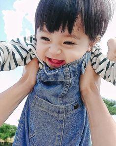 A imagem pode conter: 1 pessoa, close-up e atividades ao ar livre Cute Baby Boy, Cute Little Baby, Lil Baby, Little Babies, Cute Boys, Little Boys, Baby Kids, Cute Asian Babies, Korean Babies