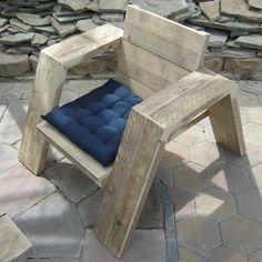Steigerhout loungestoel 'Jutter', modern, trendy, stevig ... een meubel van Rustikal. Kijk gerust eens voor meer meubelen en inspiratie op www.rustikal.nl