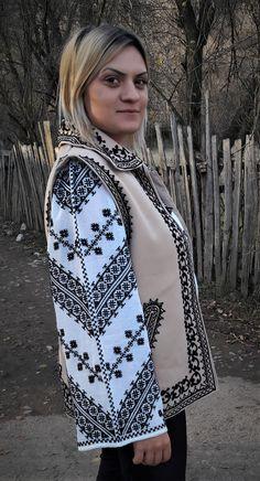 Ie Model Infinit - Motocris Artizanat Folk Style, Folk Fashion, Models, Vera Bradley Backpack, Cross Stitch, Cover Up, Embroidery, Dresses, Templates