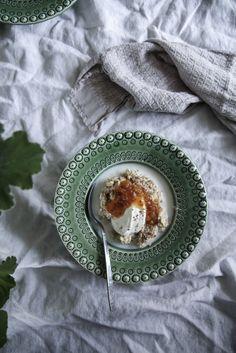 Oatmeal with oatdrink  Jag är som ni säkert vet vid de här laget en riktig frukostälskare och skulle väl allra helst äta frukost mest hela dagarna. För ett par veckor sen tipsade Johanna Bradford om sin favoritgröt och så…