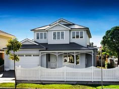 kalaninobleza🌊 Exterior House Colors Combinations, Exterior Colors, Weatherboard Exterior, Exterior Cladding, Kit Homes Australia, Hamptons House, The Hamptons, Cottage Floor Plans, House Plans