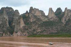 De Venise jusqu'à Xi'An en Chine, en passant par la Turquie et l'Iran, revivez en images, la route mythique des caravanes et des premiers découvreurs.