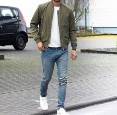 Casual street style with white sneakers light wash denim white t shirt and olive bomber jacket Vetements Shoes, Stylish Men, Men Casual, Best Business Casual Outfits, Mode Man, Popular Outfits, Herren Outfit, Mode Outfits, Outfits For Men